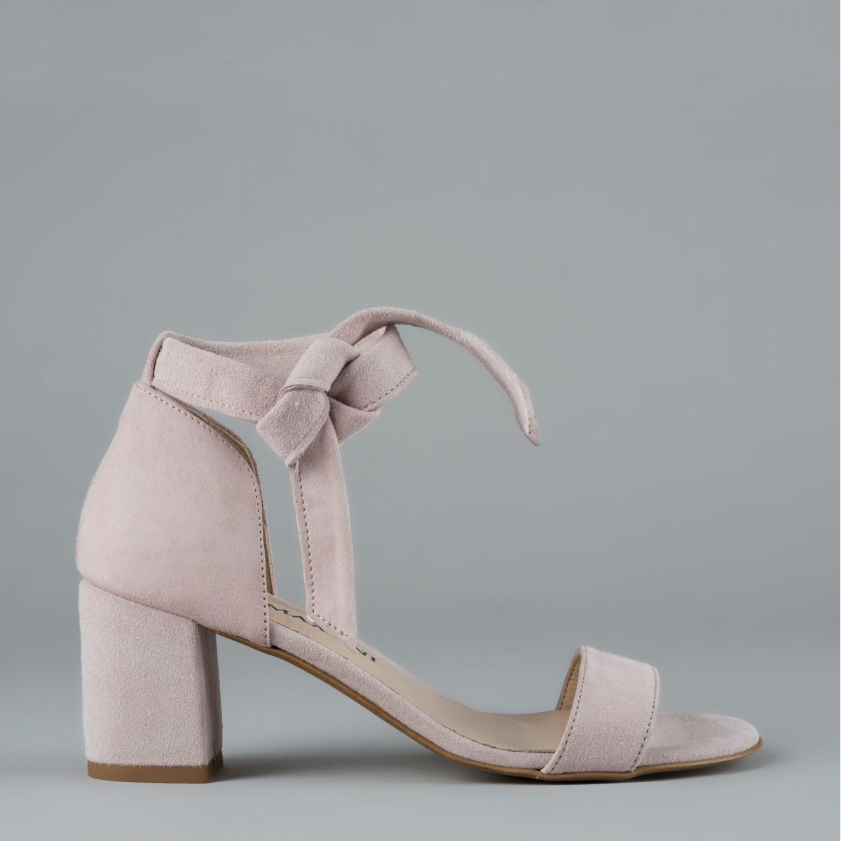 Jasnoróżowe sandały